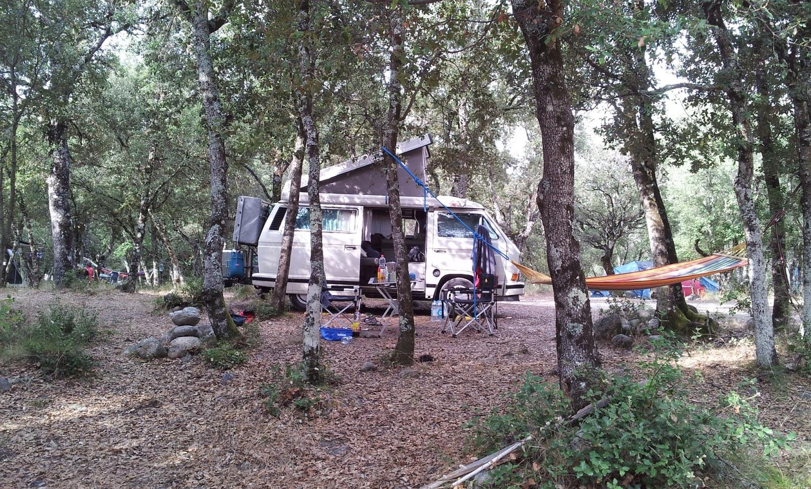 "<img src=""VW Bus auf Korsika.jpg"" alt=""Unser VW Bus auf dem Campingplatz Campita auf Korsika"">"