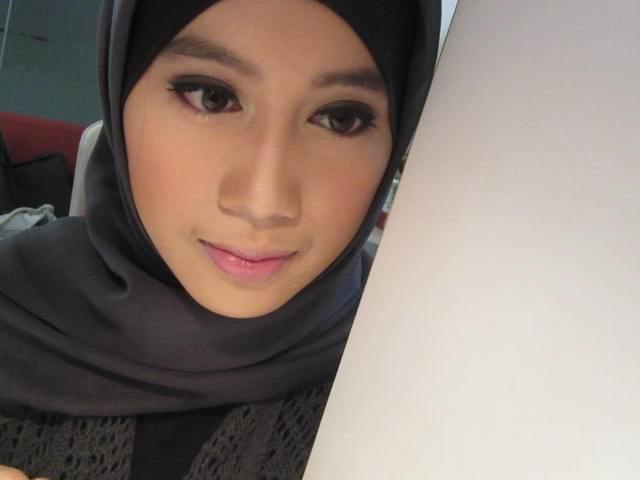 http://2.bp.blogspot.com/-eCOT7MRfz9I/TiWJIlSohLI/AAAAAAAAA3g/ie7e48sIbJI/s1600/makeup%2Bjilbab1.jpg