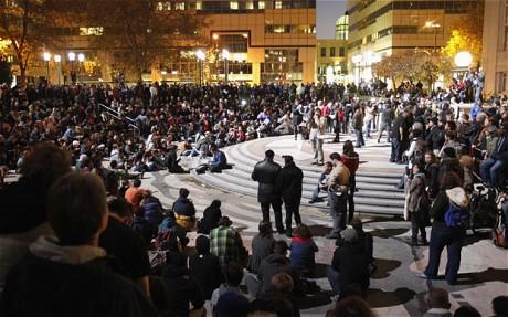 EUA: POLÍCIA EXPULSA MANIFESTANTES DO OCCUPY DE ACAMPAMENTO EM OAKLAND