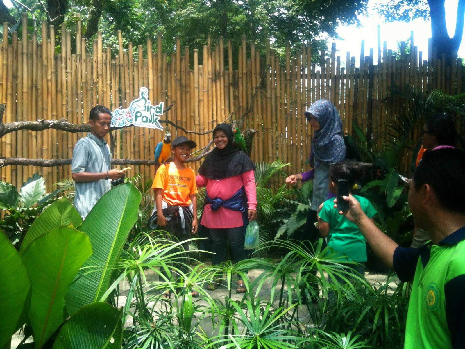 Mengenalkan aneka burung ke anak di Gembira Loka Zoo | Joogja Circles