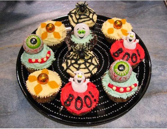Healthiana inspiring halloween cupcake decorations for Halloween cupcake decorating ideas