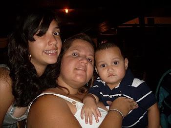 MI HIJA MI SOBRINO Y YO EN CASA ARANJUEZ EN EL CUMPLEAÑOS DE MI MAMA 12/02/2011