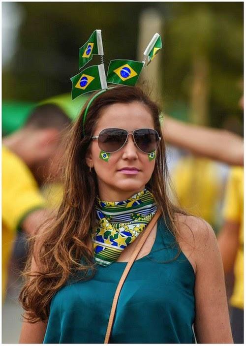 foto penyokong wanita brazil yang cantik di semi final