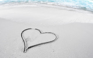 Lonely Heart Sand HD Wallpaper