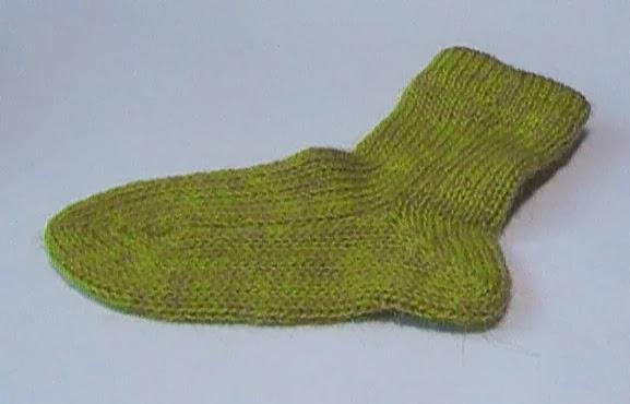 Носки, связанные на двух