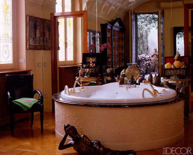 The style hunter diaries 10 celebrity bathrooms for Versace bathroom accessories