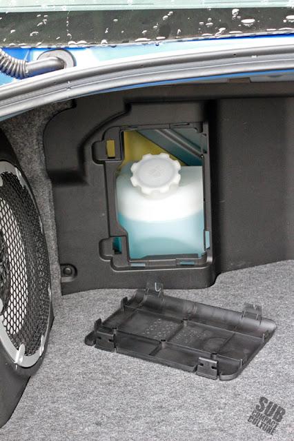 Mitsubishi Lancer Evolution MR - washer bottle