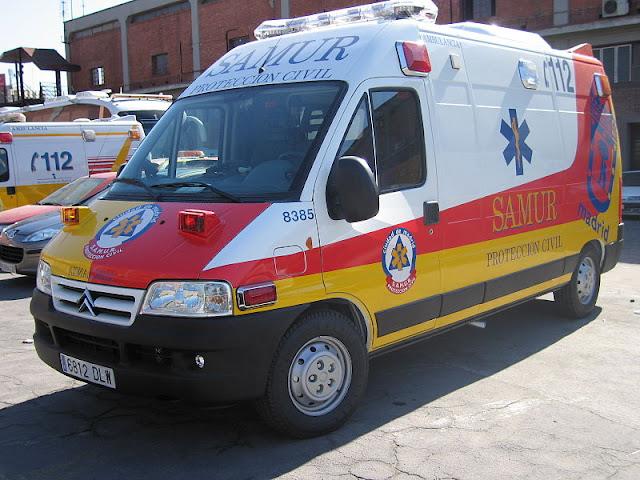 Gambar Mobil Ambulance 10