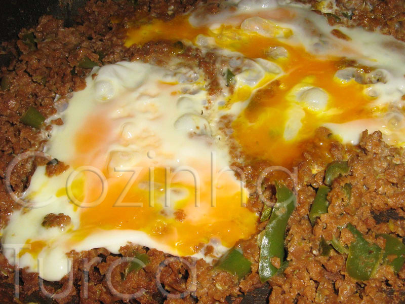 Carne Picada com Ovos (Kıymalı Yumurta)