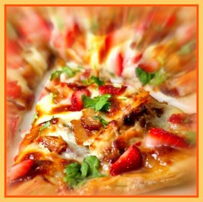 Pizza de frango com morangos