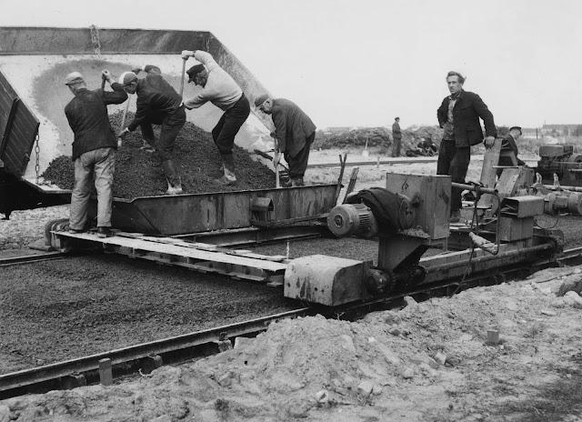 Baustelle Historisch, Altes Fotoalbum, Bezirk Reinickendorf, Ausbau Kurt-Schuhmacher-Damm, 13405 Berlin, 06.07.1954