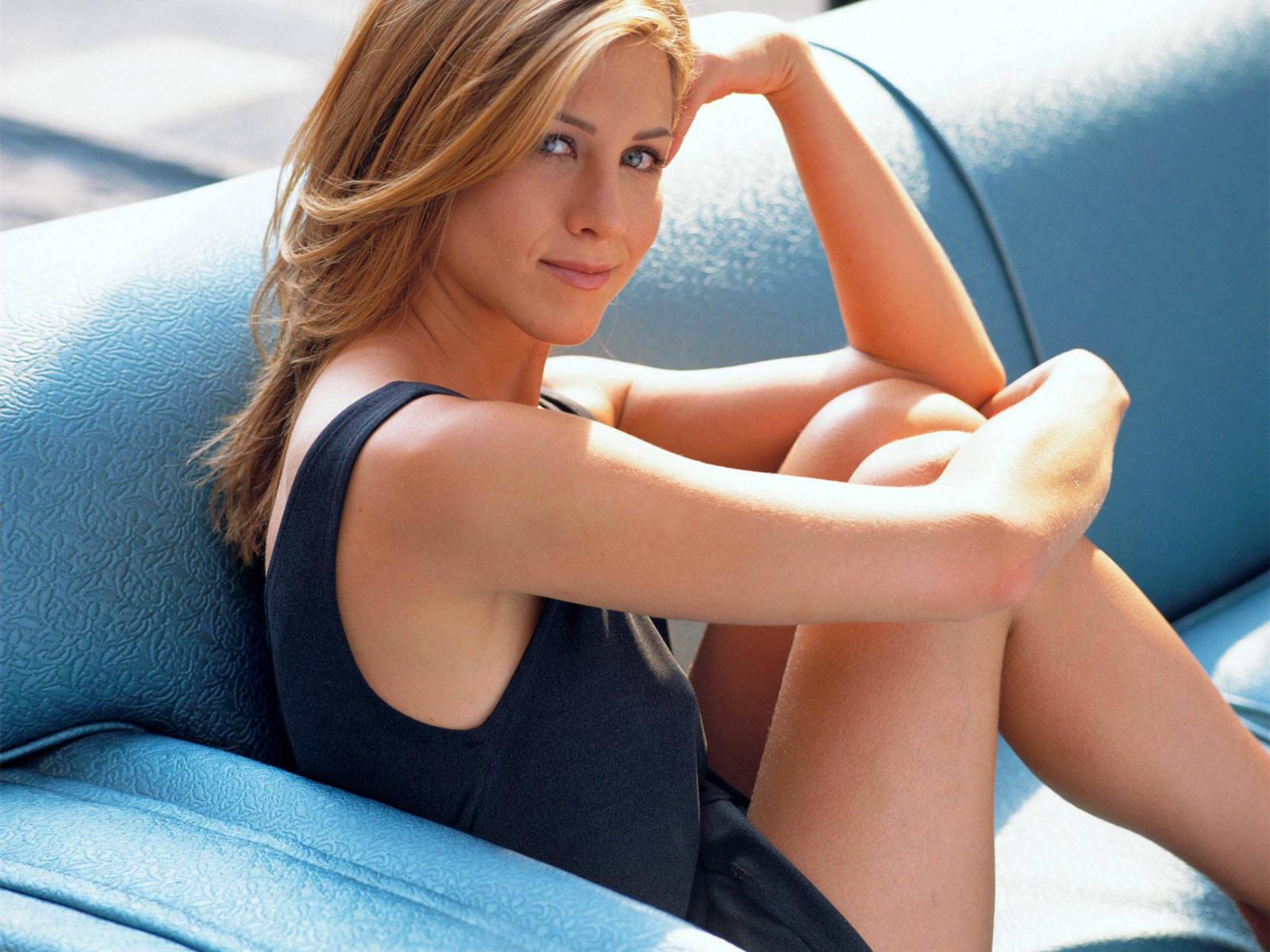 http://2.bp.blogspot.com/-eEKg0odcrkQ/TmTOuxJYS7I/AAAAAAAAATs/-dItMUZFuVk/s1600/Jennifer-Aniston-Hot-Pics-Corner-+%25282%2529.jpg