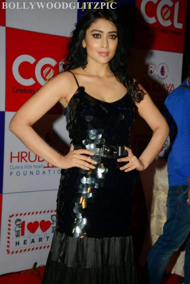 Shriya Saran Looks Hot At CCL Charity Dinner Photos