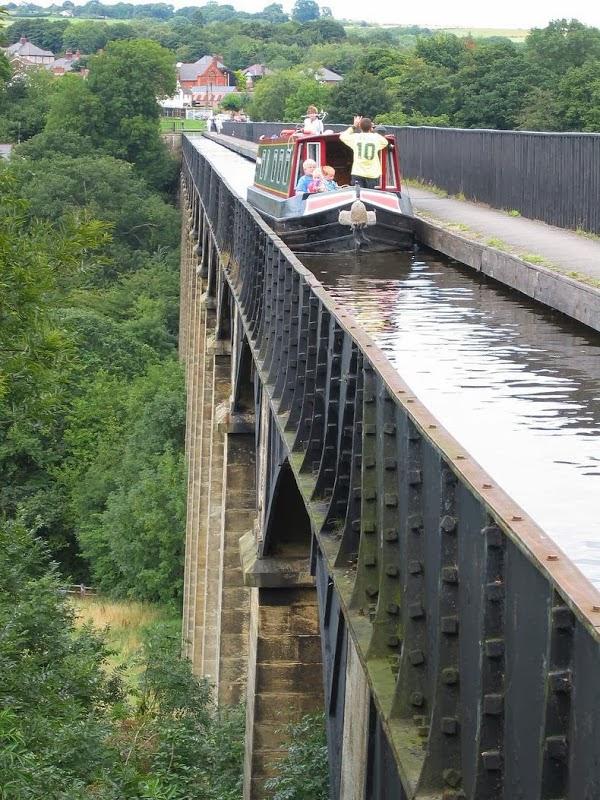 World S Water Canals : Most impressive water bridges around the world
