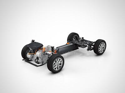 Η Volvo επεκτείνει τη γκάμα της σε compact μοντέλα