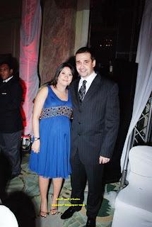كريم عبد العزيز وزوجته وهي حامل