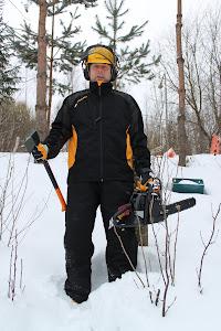 Talonmies-, puutarhuri, puutohtori Olavi Lehto palveluksessanne, kun haluatte pihaanne lisää valoa