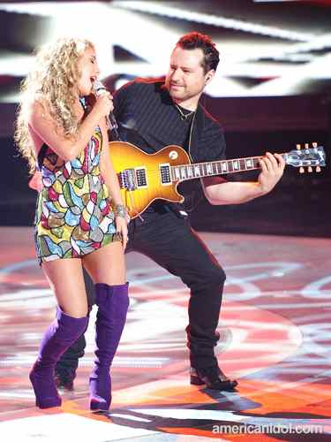 American Idol Guitar Player Tony Pulizzi plays Gibson Les Paul Axcess with Haley Reinhart