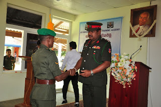 Chief Guest Brig. K.D.C.G.J. Thilakaratna RSP presenting the certificate to army personnel