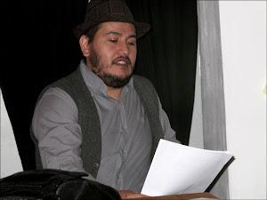 recitando poesias un domingo en Malasaña.Julio
