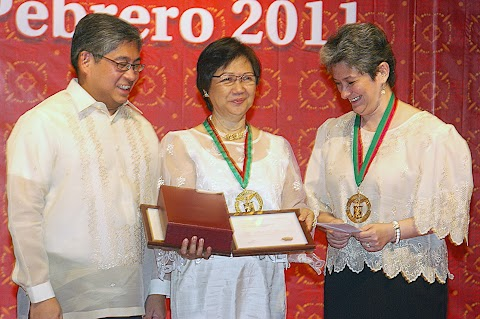 Dr. Merle C. Tan bags the 2011 Gawad Chanselor sa Natatanging REPS