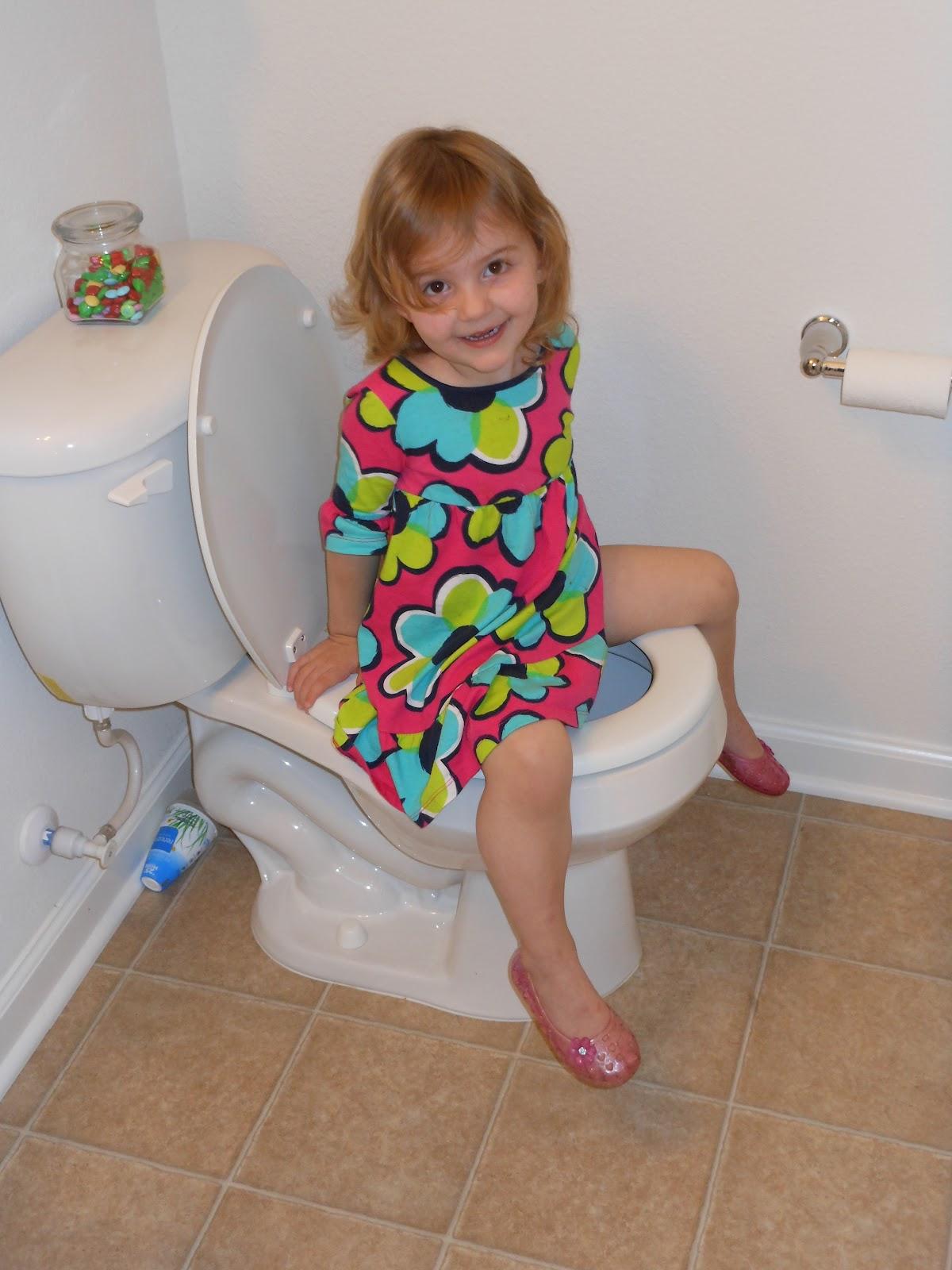 You nackt school girl toilet