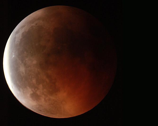 Primeros instantes de la finalización de la fase total del eclipse.