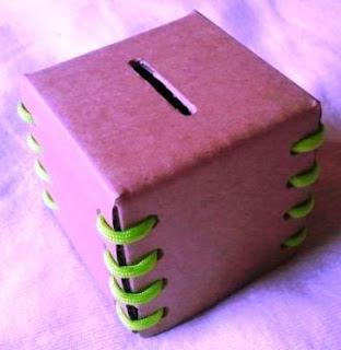 Berkreasi Membuat Celengan Kubus Unik dari Kertas Kardus dan Tali