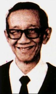 sumitro djojohadikusumo, Prof. Dr. Sumitro Djojohadikusumo adalah seorang ekonom, riwayat hidup sumitro djojohadikusumo, biografi singkat sumitro djojohadikusumo, biografi sumitro djojohadikusumo, biografi prof sumitro djojohadikusumo, pemikiran ekonomi sumitro, Sumitro Djojohadikusumo lahir di Kebumen, Jawa Tengah pada tanggal 29 Mei 1917.
