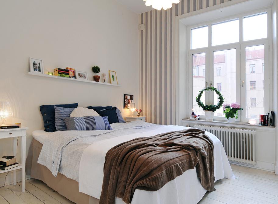 Decor me consigue el look weekend un dormitorio con for Mesillas estrechas ikea