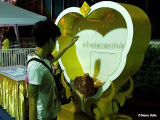 CUMPLEAÑOS DEL REY RAMA IX EN BANGKOK. TAILANDIA