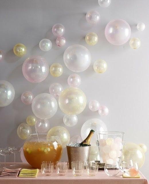 decoração de festa com balões perolizados