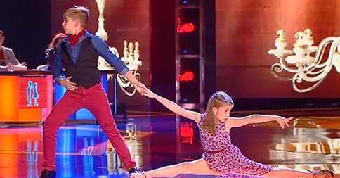 Dani y Maria bailan un El Tango De Roxanne