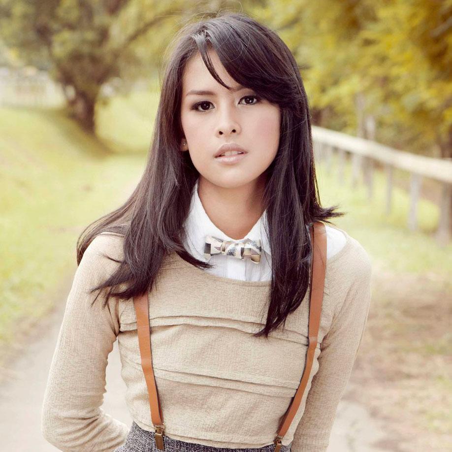 Profil Maudy Ayunda