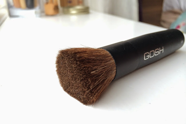 gosh-cosmetics-mineral-powder-brush-review-Superdrug