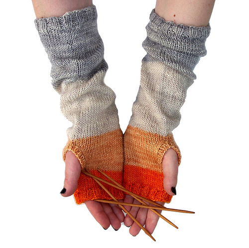Knitted Hand Warmers Free Patterns : Red Pepper Quilts: Whits Knits: Colorblock Hand Warmers