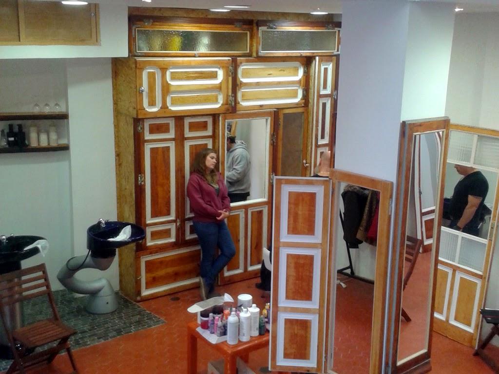 Supermanitas: Diseñando mobiliario y un pilón