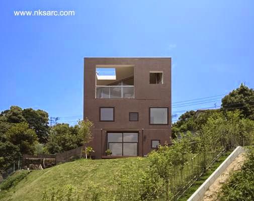 Fachada trasera de casa cúbica japonesa hecha de concreto
