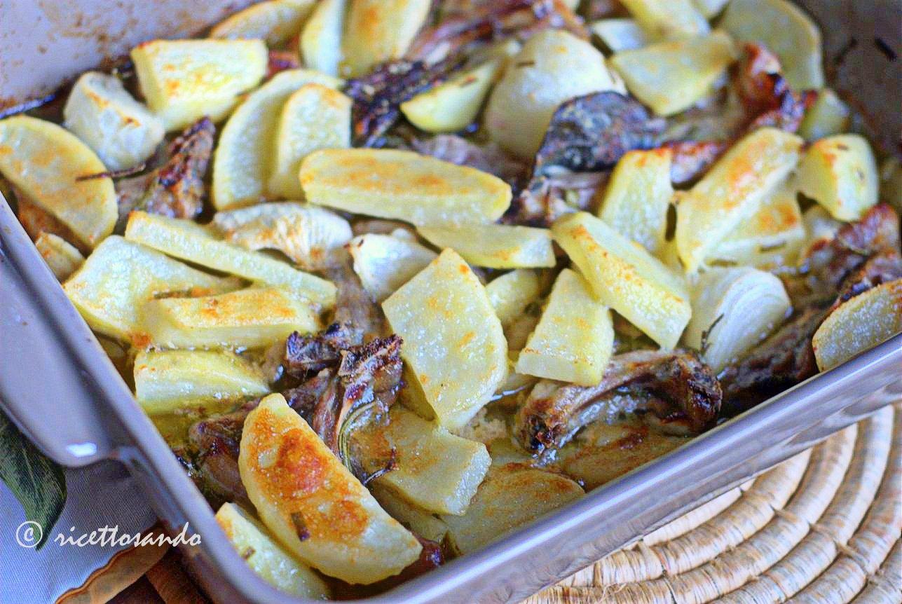 Lombatine di agnello al forno con patate inforniamo per 40 minuti