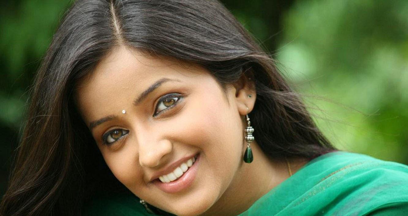 Apurva Namlekar hot sexy eyes lips marathi girl images picture photo ...