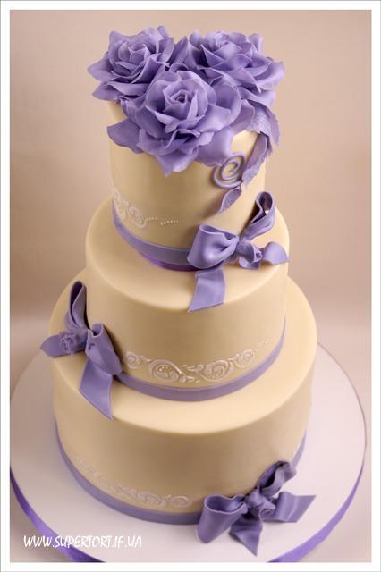 Весільний торт у бузковому кольорі від Уляни Коцаби, Україна