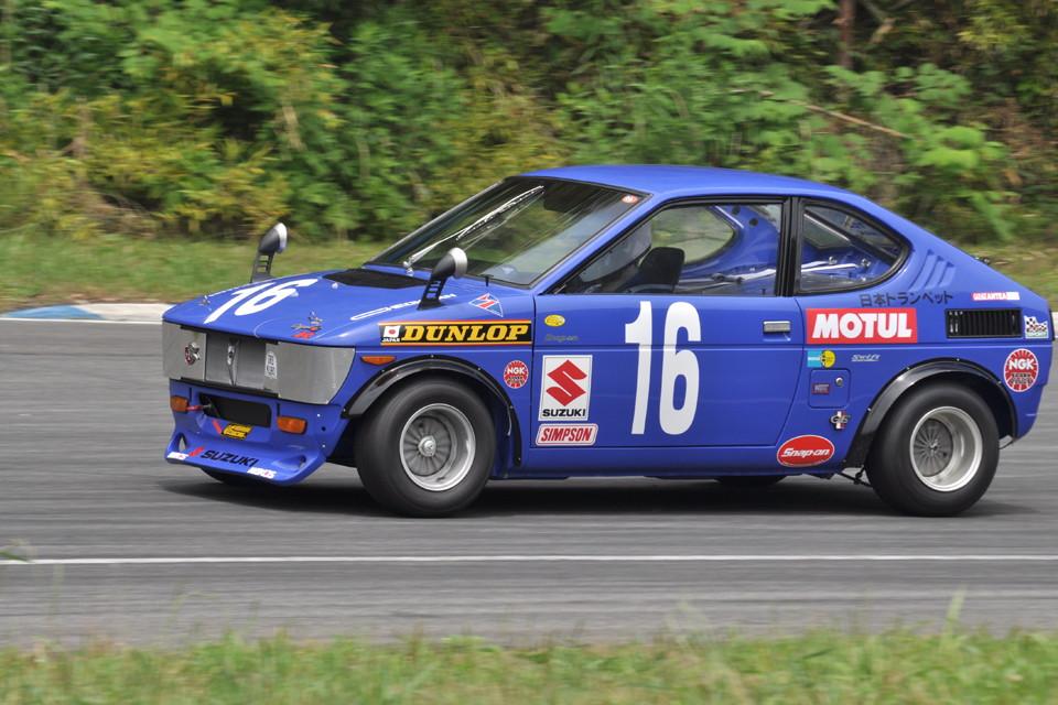 Suzuki Fronte, japoński samochod, tuning, wyścigi, JDM