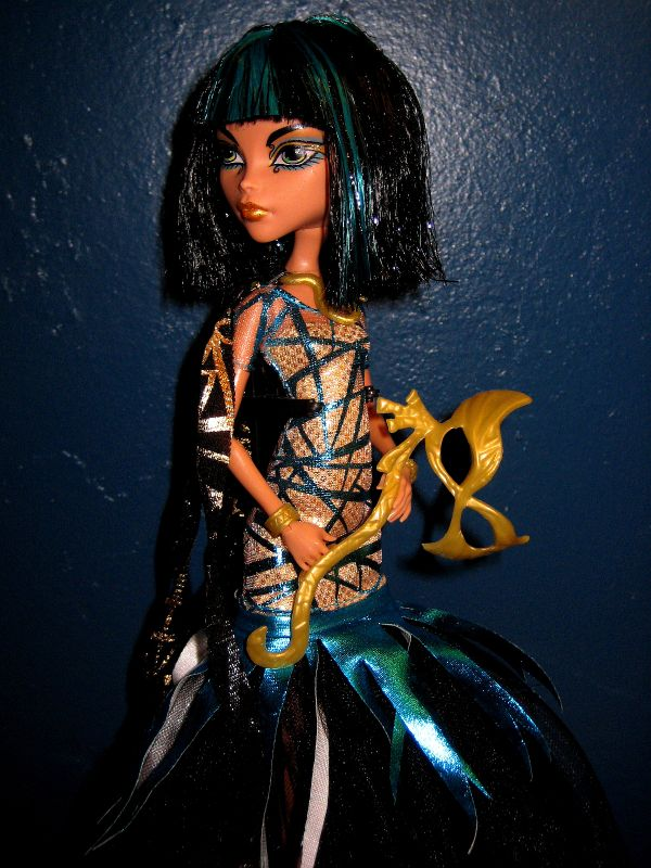 Monster High 13 Wishes Oasis Cleo De Nile Doll & Playset ...