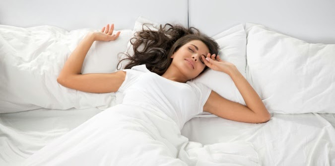 Jak chronić włosy podczas snu.