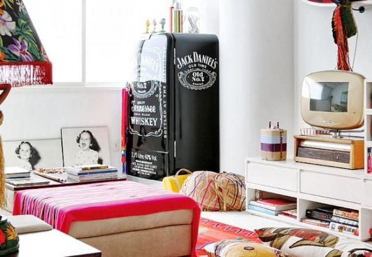 decoracao de sala retro:Ou cheias de atitude, as geladeiras branquinhas ficaram no passado.
