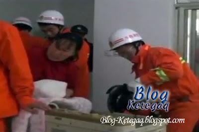 Video: Budak 3 tahun terperangkap dalam mesin basuh