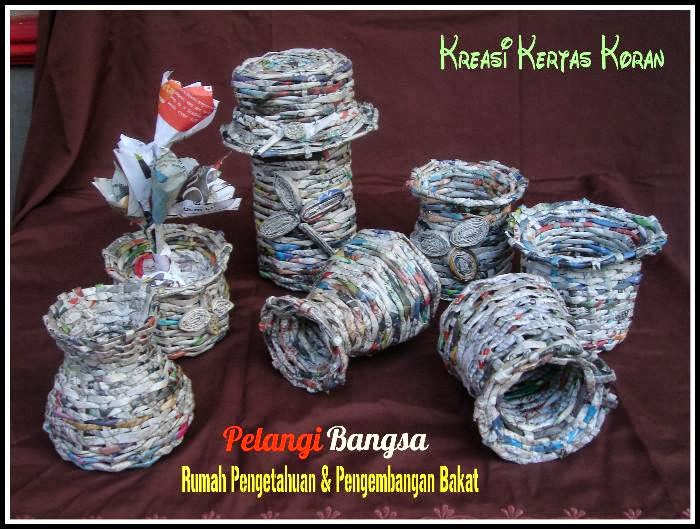Kreasi Kertas Koran Bulan September 2013 [Belajar Membuat Vas Bunga