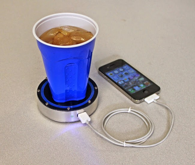 Device that charges your phone from hot or cold drinks.
