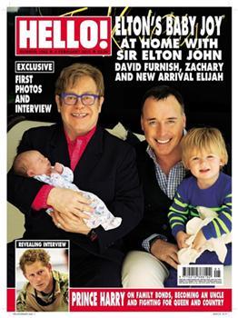 Elton John posa em família com novo filho