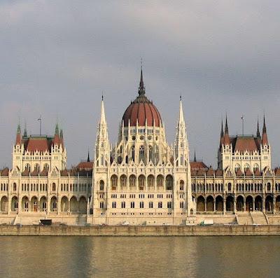 Parlamento da Hungria aprovou Constituição pela vida e pela família